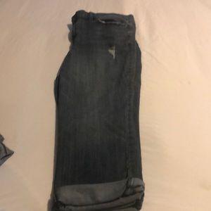 Simply Vera mid rise Capri distressed denim jeans